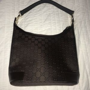 Authentic Gucci shoulder bag - like new!
